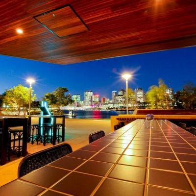 Aquitaine Brasserie Bar city night